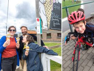 """Bijna een jaar geleden stierf Wats (11): """"Nog steeds geen doodsoorzaak, maar we houden herinnering levend dankzij fiets-en wandelroutes langs zijn favoriete plekjes"""""""