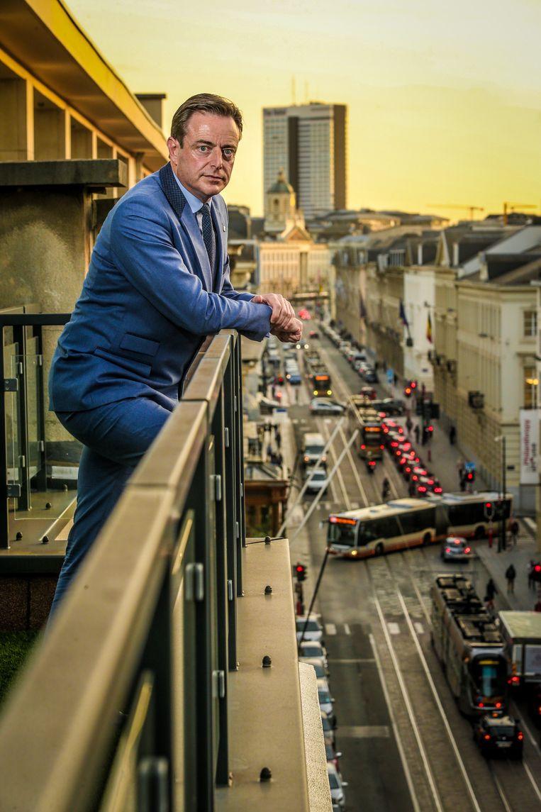 Overtraden Antwerps burgemeester Bart De Wever (N-VA) en een aantal schepenen de deontologische code van de stad? Het integriteitsbureau zal erover oordelen. Beeld Photo News