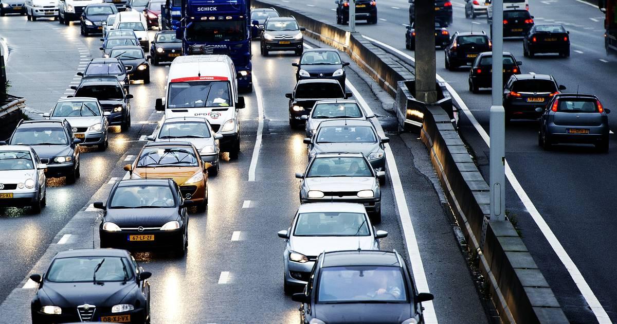 Deel N261 Tilburg richting Waalwijk uren afgesloten door ongeluk.