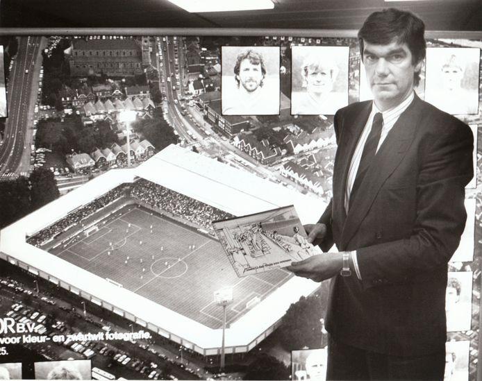 """Kees Ploegsma op archiefbeeld uit 1987. ,,Op het moment dat ik eind jaren zeventig begon, had PSV zo'n 10.000 seizoenkaarthouders. Vijftien jaar later waren het er 27.000."""""""
