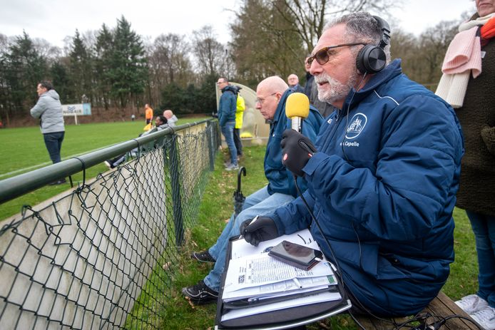 Radioverslaggever Hans Stofkooper Doorwerth, 22 februari 2020. Voetbal: DUNO - Capelle. 209033 . Foto: Gerard Burgers