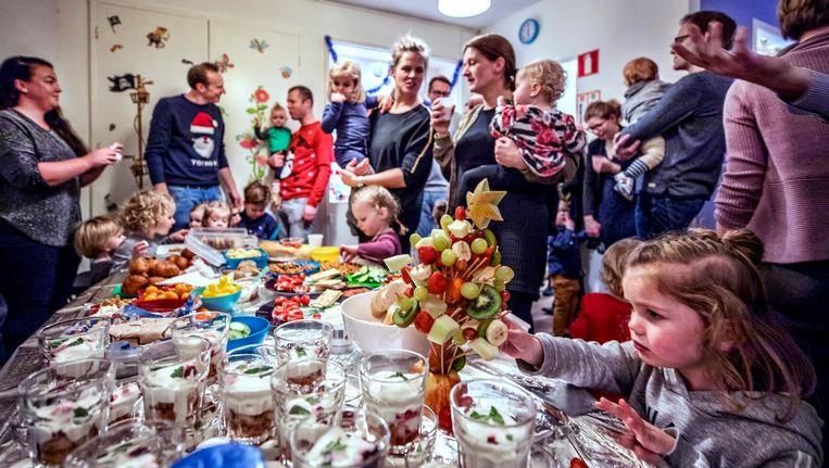 Kerst op de crèche Beeld Raymond Rutting / de Volkskrant