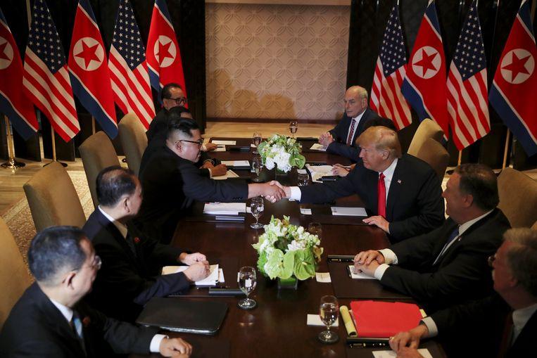De bilaterale gesprekken in aanwezigheid van adviseurs zijn van start gegaan.
