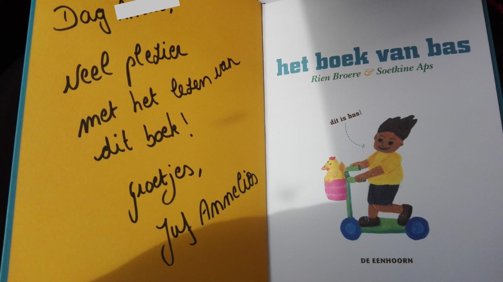 De juffen en meesters schreven leuke boodschappen aan de kinderen in de boeken.