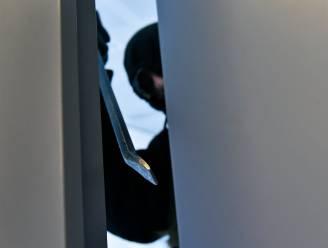 """Koppel betrapt drie dievegges in slaapkamer: """"we dachten dat we bij de tandarts waren"""""""