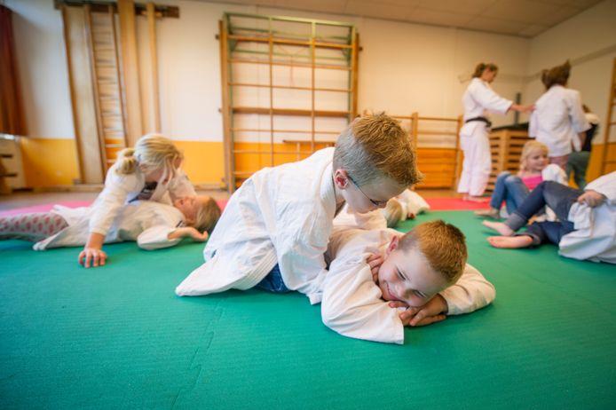De buurtsportcoaches helpen onder meer met de organisatie van sportlessen en activiteiten op basisscholen.