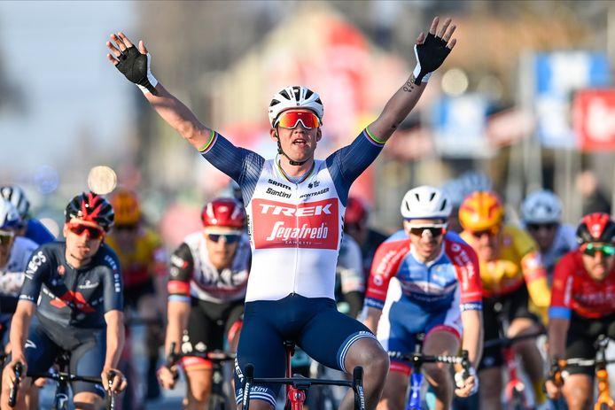 Bien emmené par Jasper Stuyven, Mads Pedersen a dompté la concurrence dans la dernière ligne droite de Kuurne-Bruxelles-Kuurne.