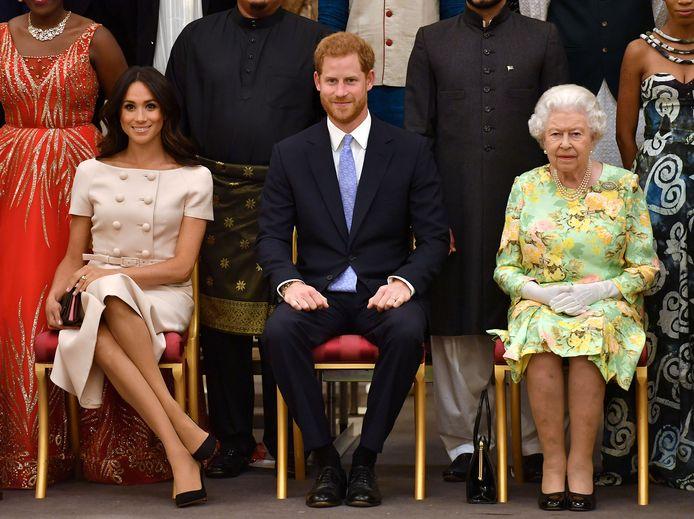 De Queen stak een spaak in de wielen bij Meghan en Harry.