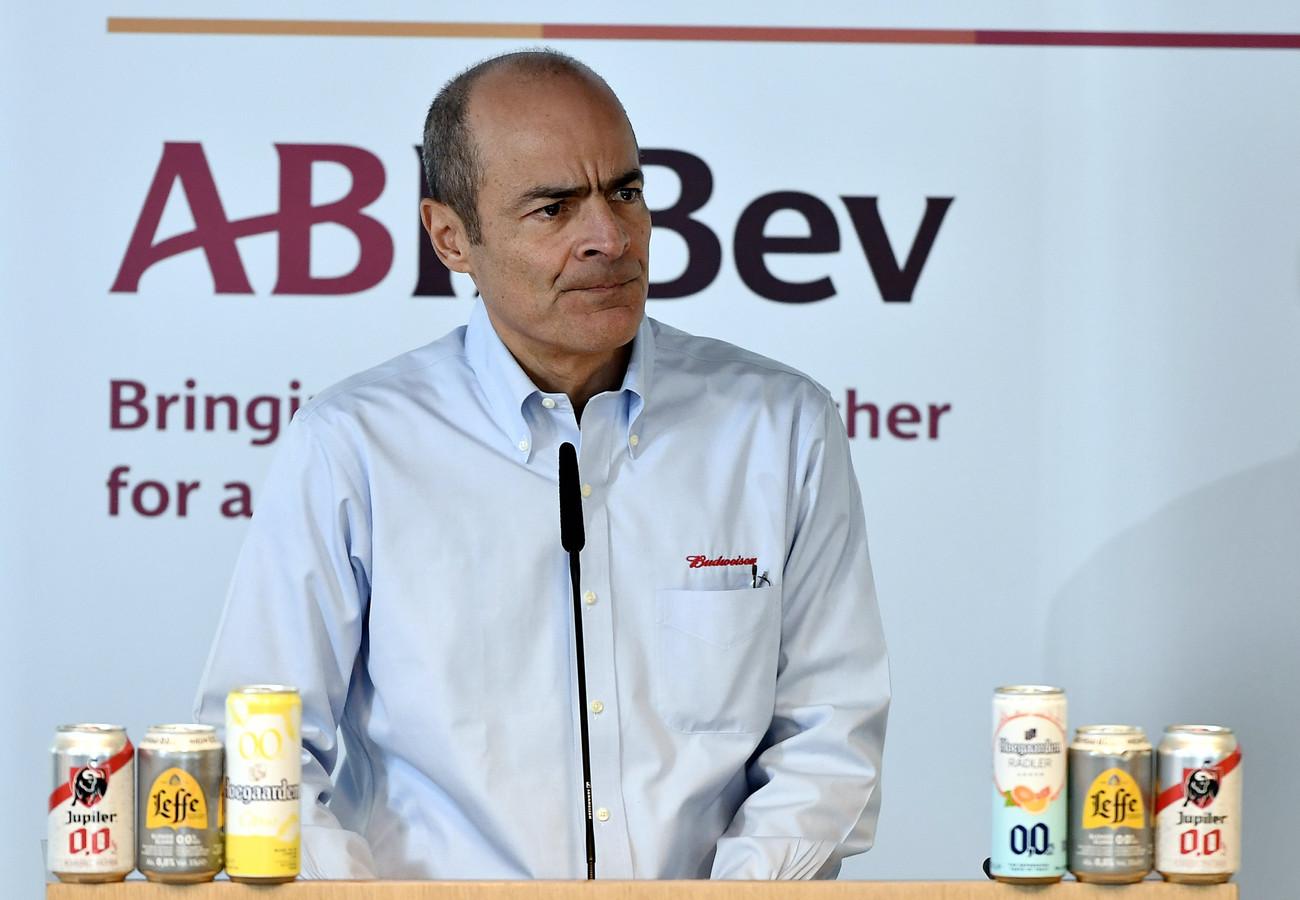 Carlos Brito, CEO d'AB InBev, a vu sa rémunération de 2020 fondre de près de 70%, à 1,28 million d'euros.
