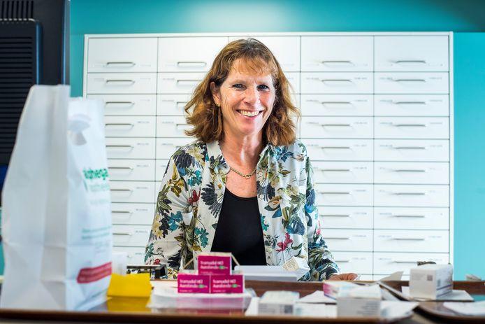 Monique Hoveling-Platel neemt na 42,5 jaar afscheid als apothekersassistente.