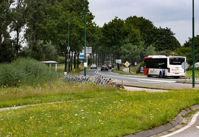 De bushalte bij de Bavaria-rotonde.