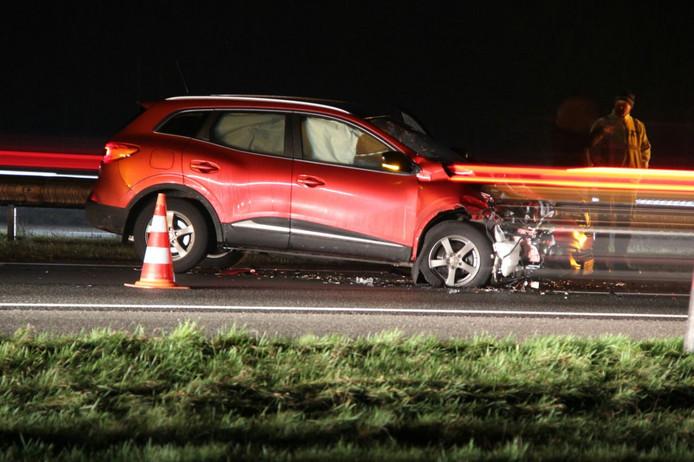 De auto raakte flink beschadigd door de aanrijding.