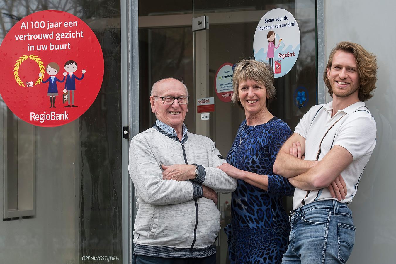 Drie generaties  bij Regiobank in Goirle: vlnr Jos van Wezel, Karin van Wezel en Walter de Kok.
