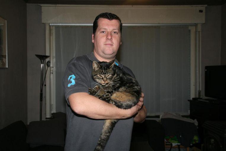 Kevin Kerrinckx en zijn kat Gryzmo.