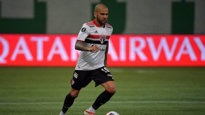 Wereldrecordhouder prijzen pakken, maar Dani Alves zit na salarisconflict zonder club