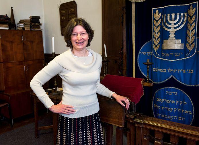Rachel Levy in de Joodse synagoge aan de Springweg in Utrecht.