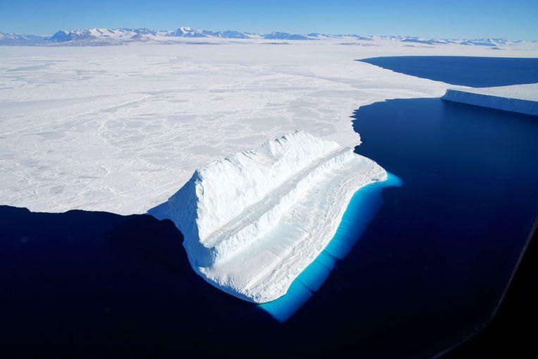 Smeltende ijsschotsen in Antarctica. De dalai lama ziet de klimaatverandering als 'een uitdaging die ons meer dan ooit dwingt tot een gemeenschappelijke inspanning'. Beeld AFP