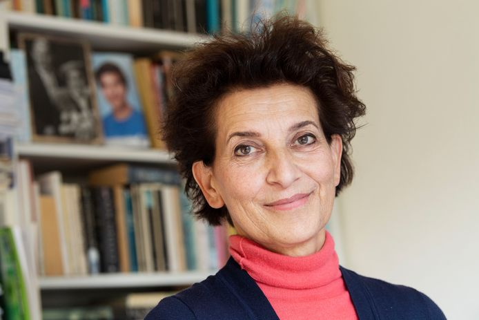 """Lory Wagenaar, docente Engels aan De Grundel, schreef een tweede boek over rouwverwerking. Met daarin onder meer twee gedichten van oud-leerlinge Maaike Kuiper. """"Je levert je leerlingen af voor het geluk. Als hen dan groot verdriet overkomt, voelt dat zo fout."""""""