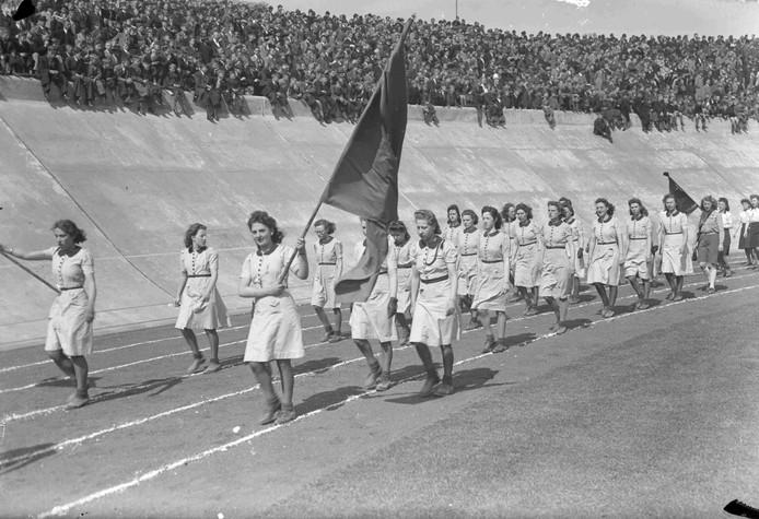 In 1940 vindt er een intocht plaats in het Goffertstadion, van de noodvierdaagse. De Vierdaagse gaat immers dat jaar niet door.