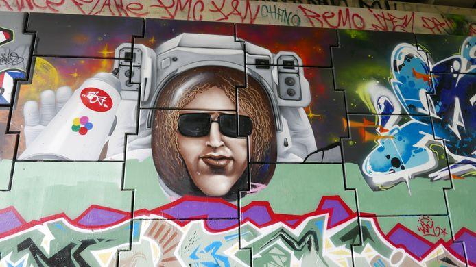 """Tunnel over Duits lijntje, Laarakkerweg. Paul Jongsma: ,,Dit is een klein onderdeel van de Hall of Fame Boxtel, de tunnel over het Duits lijntje. Iedereen die op deze muren van 65 meter lang werkt moet zijn beste werk laten zien. Hier kan iedereen legaal werken en de tijd nemen. Zo is graffiti echte straatkunst""""."""