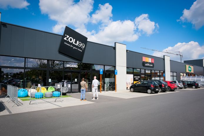 Bij Zoli99 wordt volgens de gemeente geen Nederlands gesproken. De directie van de interieurwinkel verontschuldigt zich.