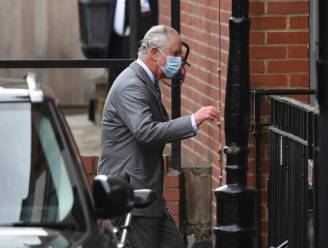 Britse prins Charles dan toch op bezoek bij zieke vader in het ziekenhuis