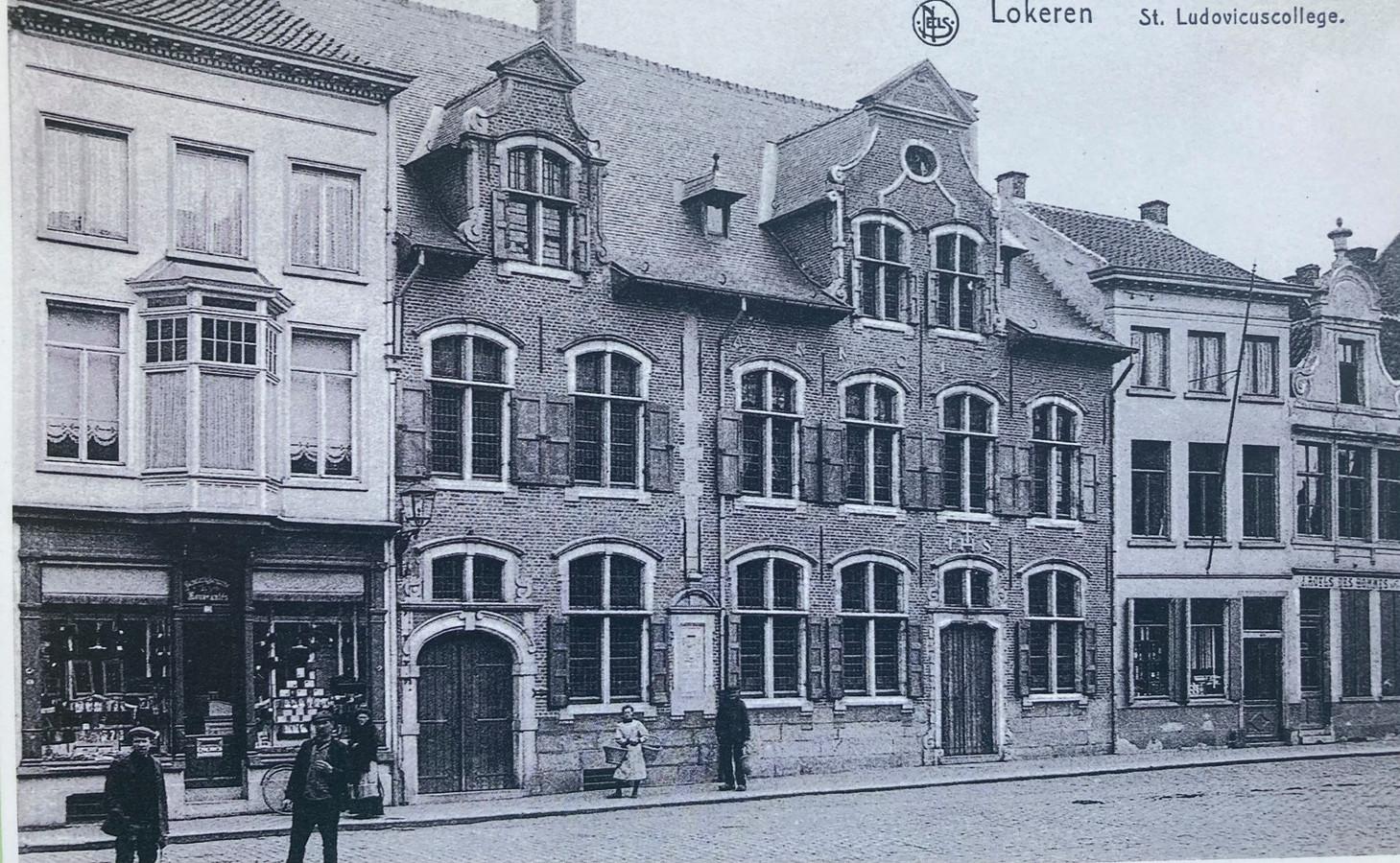 Een historisch beeld van de voorgevel van het Sint-Lodewijkscollege op de Markt van Lokeren.
