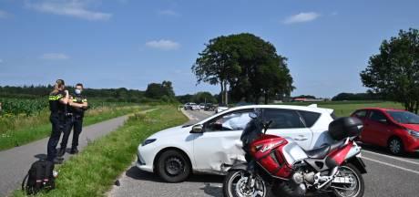 Motorrijder gewond door botsing met auto in Arnhem
