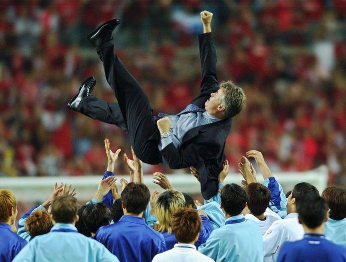 Guus Hiddink is een held in Zuid-Korea nadat hij ze naar een vierde plaats op het WK heeft geloodst.