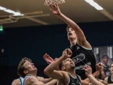 'Lange slungel' uit Hengelo jaagt in Limburg z'n basketbaldroom na
