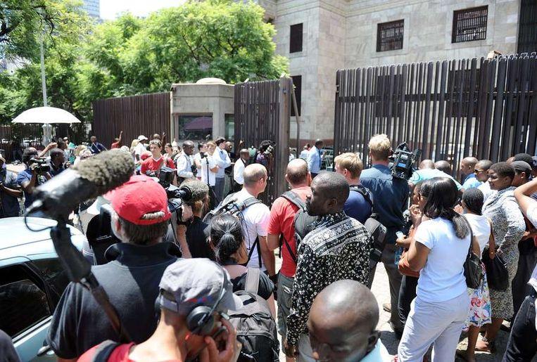 Massale belangstelling van de pers bij de rechtbank in Pretoria. Beeld afp