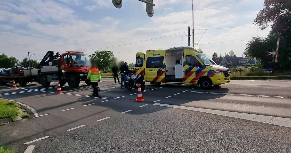 Motorrijder gewond door botsing met vrachtwagen in Rhenen.