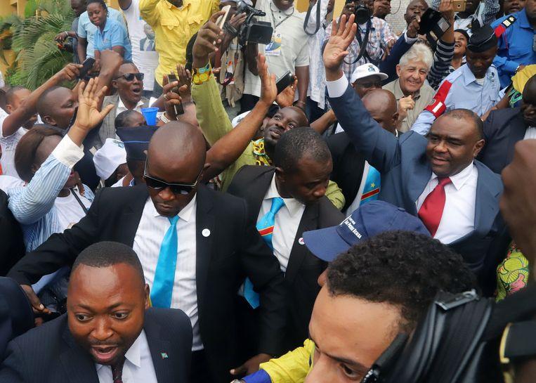 Jean-Pierre Bemba bij zijn aankomst op de luchthaven in Kinshasa. Beeld REUTERS/Kenny Katombe