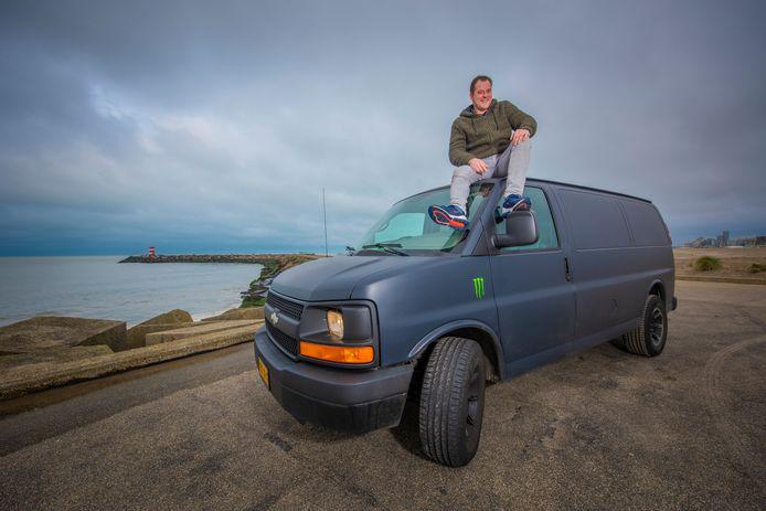 Paul van Wijk uit Scheveningen en zijn Chevy Express 2500.