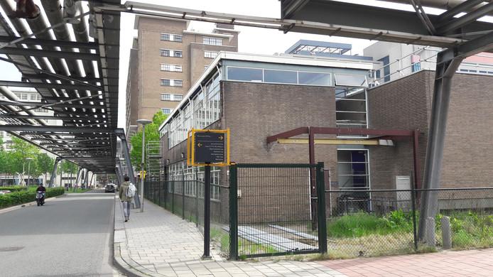 De voormalige Philips-telefooncentrale op Strijp-S in Eindhoven, gebouw SEY naast het Glasgebouw, wordt omgebouwd tot urbans sportshal.