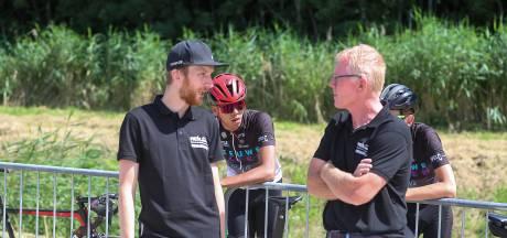 Als koersdirecteur leert Jasper Hamelink de andere kant van het wielrennen goed kennen