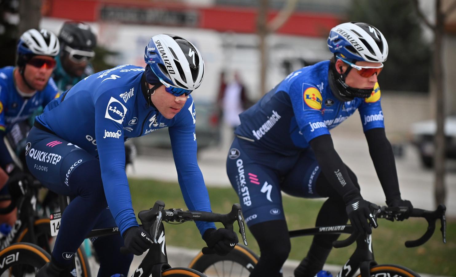 Fabio Jakobsen (l) naast ploeggenoot Stijn Steels.