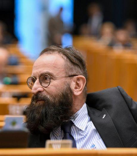 Hongaarse politicus betrapt tijdens seksfeest in homobar, schreef eerder mee aan omstreden huwelijkswet