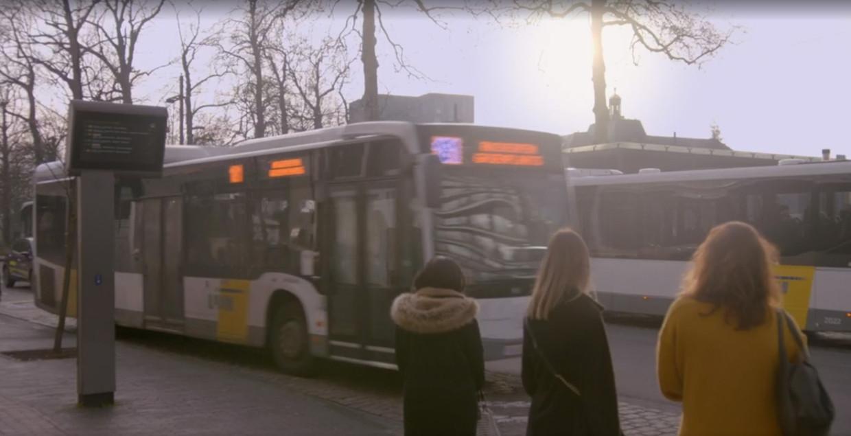 Een bus van De Lijn, waarschijnlijk te laat. Beeld VRT