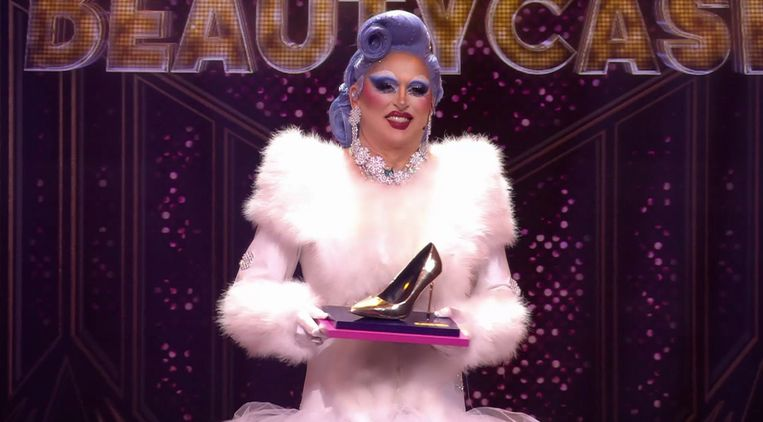 Peter R. De Vries als Emmy Beautycase in 'Make Up Your Mind'. Beeld RTL 4