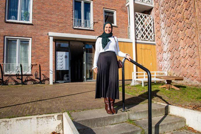 De Amersfoortse Souhailla Oulad Sedik (26) en haar ouders zijn erg blij dat ze na negen maanden elders te moeten wonen weer thuis zijn aan de Ganskuijl.