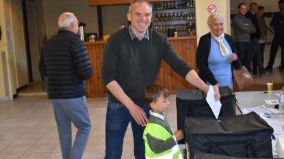 """VIDEO: N-VA-kopstuk Matthias Diependaele brengt stem uit in Zottegem: """"Ik reken op 30 procent"""""""