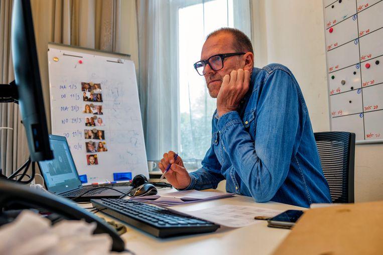 Eindredacteur van De Slimste Mens Harm Jan Kinkhorst: 'We kunnen natuurlijk altijd een antwoord vergeten.'  Beeld Marlies Wessels