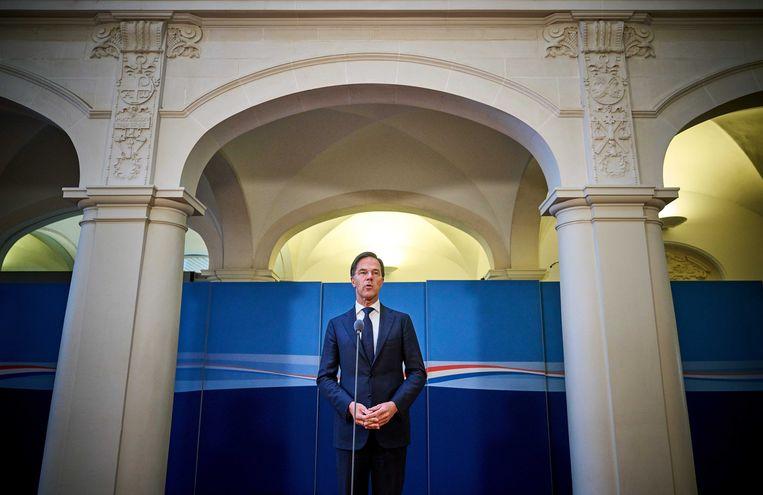 Demissionair premier Mark Rutte staat de pers te woord na afloop van een overleg over de coronacrisis. Beeld ANP
