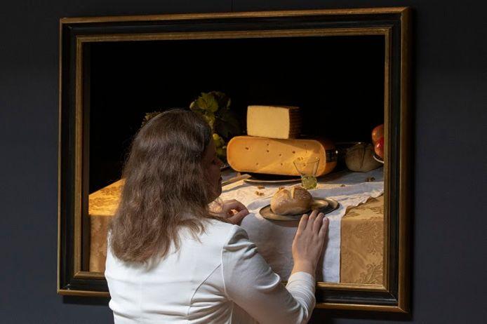 Blinden en slechtzienden mogen schilderijen aanraken tijdens de tentoonstelling in het Centraal Museum in Utrecht.