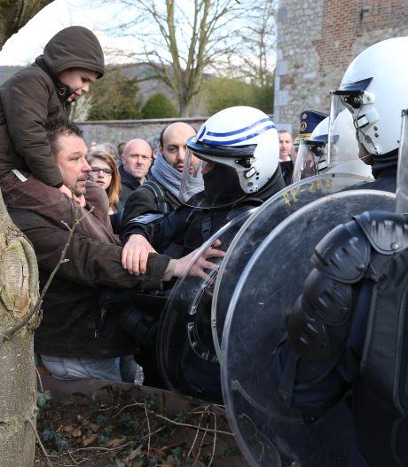 70 manifestants à Floriffoux devant la ferme de Christian Panier