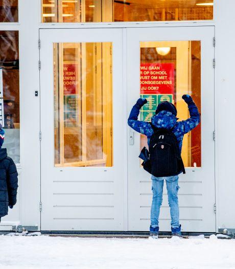 Twentse ouders gefrustreerd over dichte scholen voor 'ijzel': 'Hier zakt m'n broek van af'