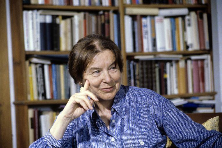 Marie Luise Rinser aan haar bureau in Rome Beeld Getty Images