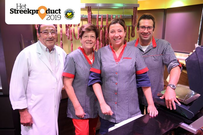 Gaston Wauters en Greta Leuckx met hun kinderen Conny en Wim Wauters in hun slagerij in Sint-Pieters-Leeuw.