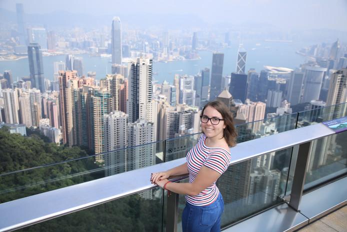 Student Carlijn van Geurp in Hongkong, hoog boven de onrust.